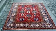 Kazak nr 689 str 196 x 194 cm kr 14.400,-